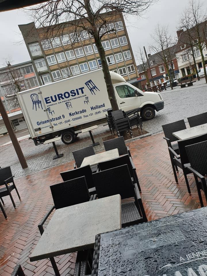 Onze nieuwe zitbank geleverd door Eurosit